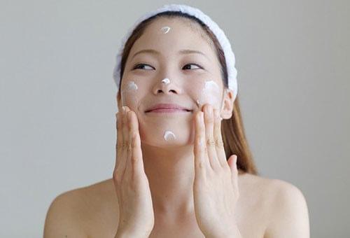 Vì sao da khô lại cần dưỡng ẩm